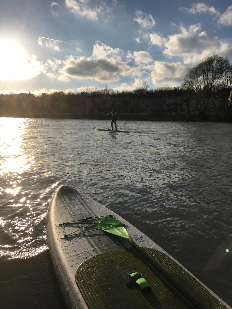 Sur la Marne, à Joinville-le-Pont, vous croiserez sans aucun doute d'autres paddles.