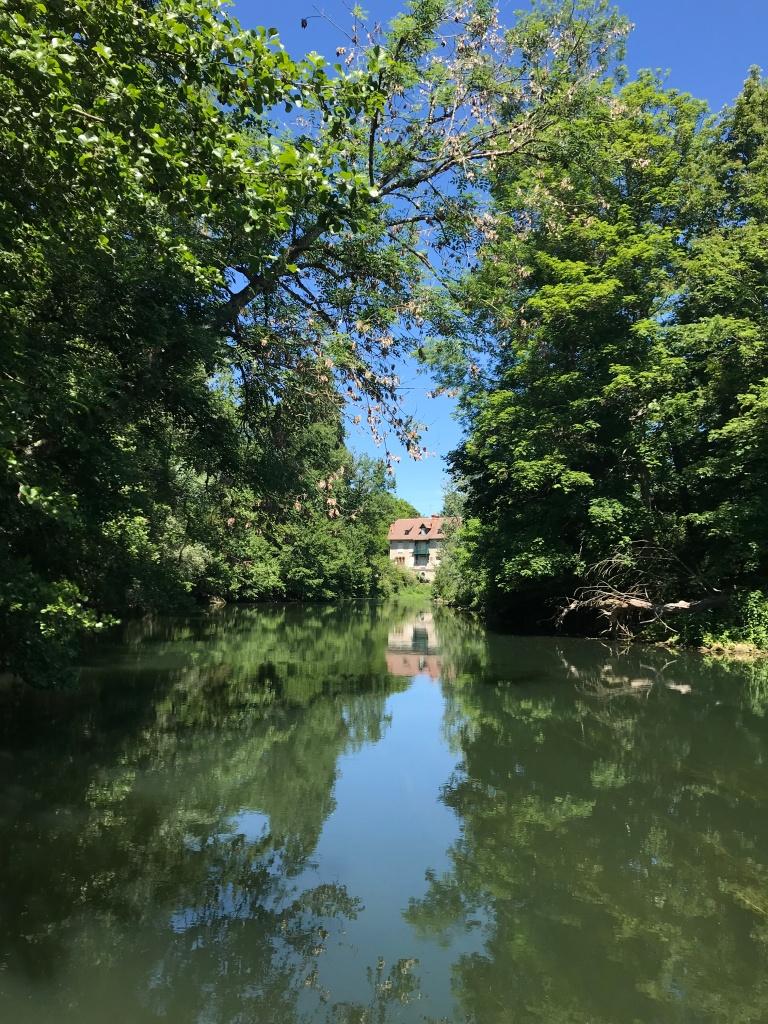 Une jolie maison sur les bords du Loing, entre Nemours et Montigny.