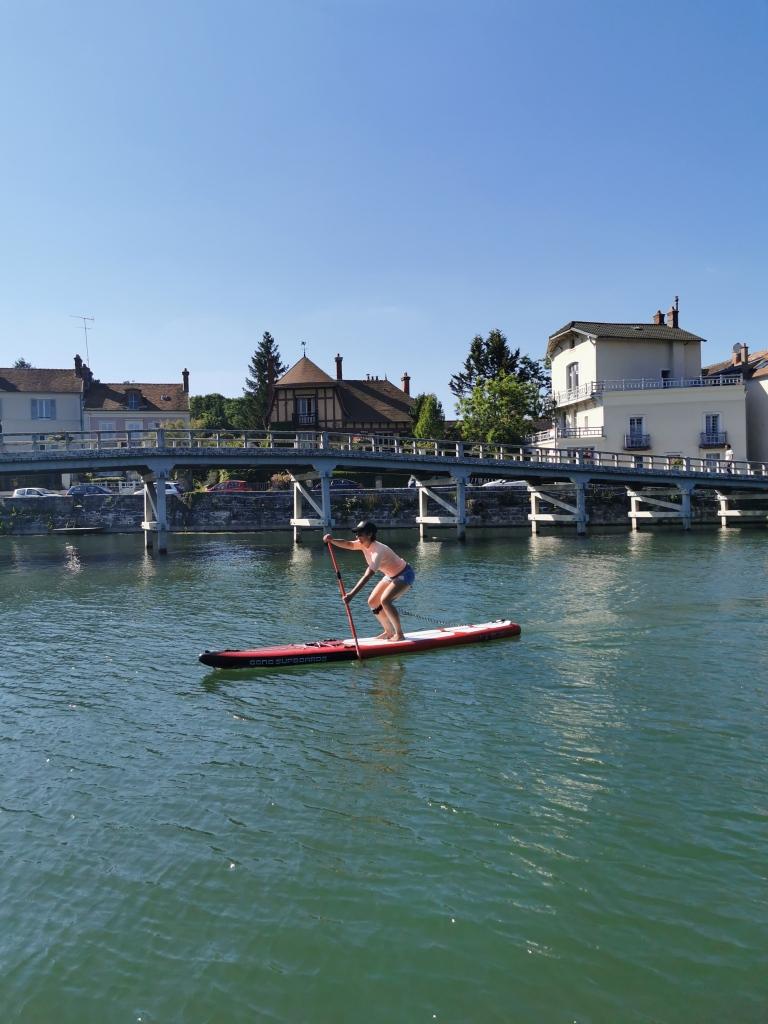 En paddle sur la Seine près de Fontainebleau, à Samois-sur-Seine