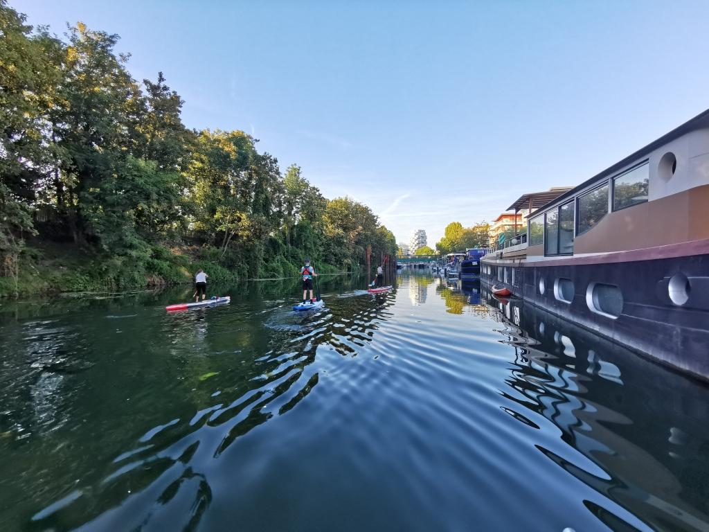 En paddle sur la Seine à Issy-les-Moulineaux, le long de l'île Saint-Germain